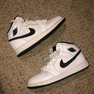 Gently used air Jordan 1 mid BG